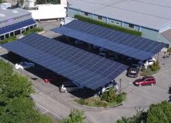 Garagem coberta com energia solar