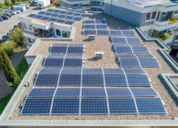 Cobertura de edifício com energia solar